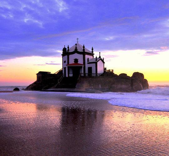 7 Igrejas e Capelas para visitar à beira mar